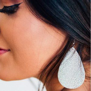 🌺BOHO Vegan Leather Teardrop Silver Earrings